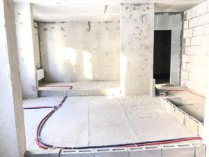 На фото видно план зонирования жилья, выложены блоки. В проекте три комнаты, увеличение ванной, за счет переноса стены, кухня и отдельно санузел.