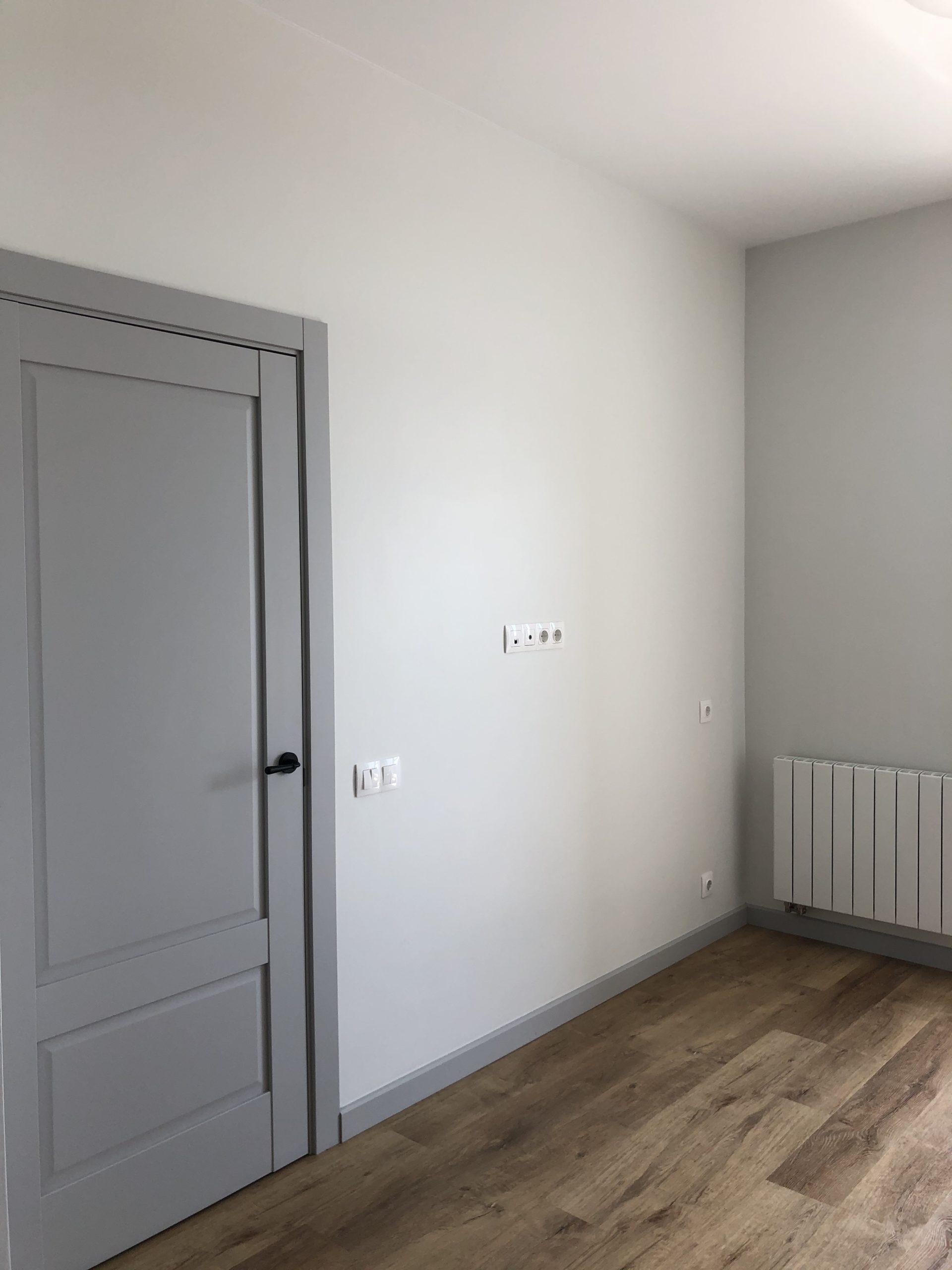 Ремонт произведен в двухкомнатной квартире в новостройке.