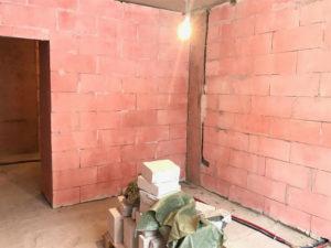 Клиенты захотели увеличить площадь ванной, так как планируется установка джакузи, переместив стену на 25 см.